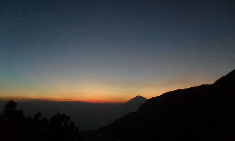 Adventure Indonesia Gunung Papandayan-sunset